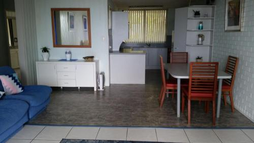 A kitchen or kitchenette at By The Sea Unit 3, 13 Esplanade, Kings Beach