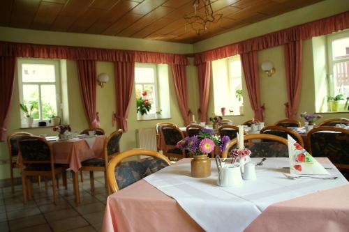 A restaurant or other place to eat at Pension Lindenhof