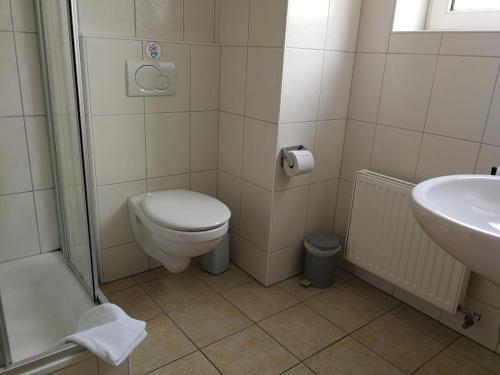 A bathroom at Brauhotel Jan van Werth