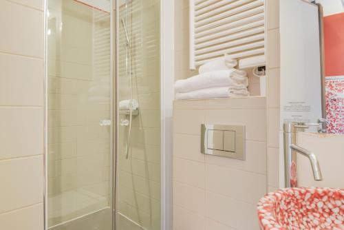 A bathroom at Pavillon Nation