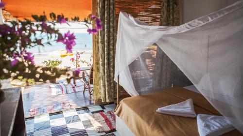 Giường trong phòng chung tại Bougainvillea Patnem