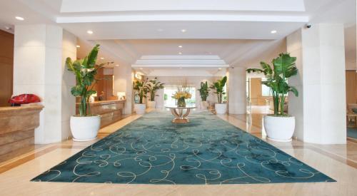 The lobby or reception area at Fashion Island Hotel Newport Beach