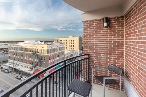 A balcony or terrace at Courtyard by Marriott Baton Rouge Downtown