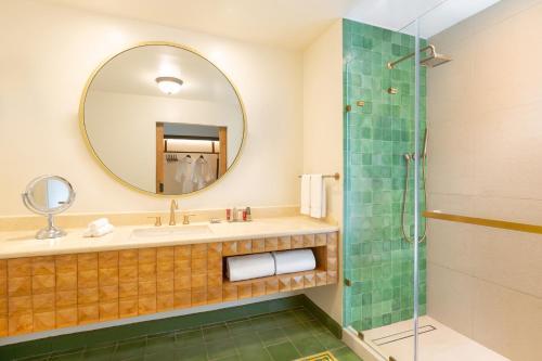 A bathroom at Los Sueños Marriott Ocean & Golf Resort