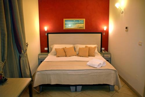 A bed or beds in a room at Hotel Villa Cibele