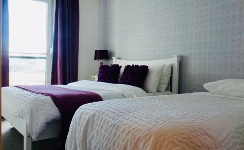 A bed or beds in a room at Edinburgh Waterfront Apartments