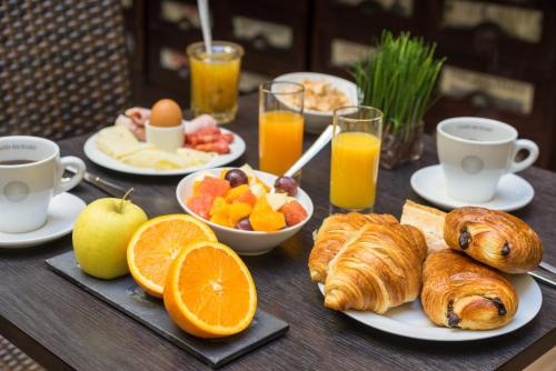 Breakfast options available to guests at Hotel Voltaire Opera Nantes Centre