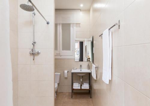 Een badkamer bij Jardinets Guest House