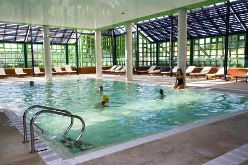Basen w obiekcie Hotel Solverde Spa and Wellness Center lub w pobliżu