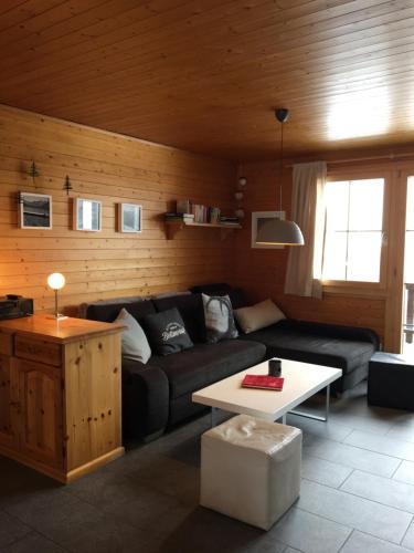 Ein Sitzbereich in der Unterkunft Chalet Foresta OG
