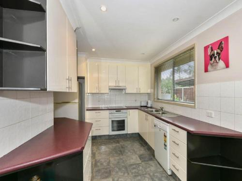 A kitchen or kitchenette at Bass House