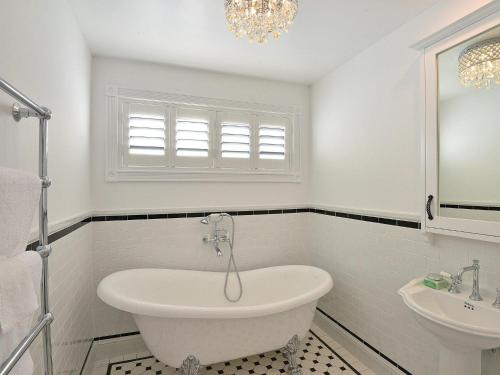 A bathroom at Margaret's Hamptons Cottage