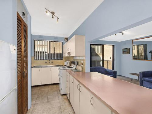 A kitchen or kitchenette at Pacific Court 8