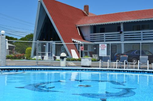 The swimming pool at or close to Cape Shore Inn
