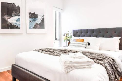 A bed or beds in a room at Trendy O'Brien in Bondi Beach