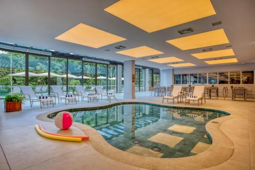 The swimming pool at or close to Wyndham Gramado Termas Resort & Spa