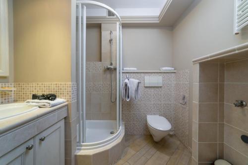 A bathroom at Apartamenty Portowe