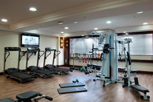 The fitness centre and/or fitness facilities at Master Express Lima e Silva - Cidade Baixa