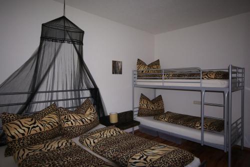 Een stapelbed of stapelbedden in een kamer bij Apart Via Claudia Augusta