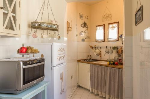 A kitchen or kitchenette at Casa Laura