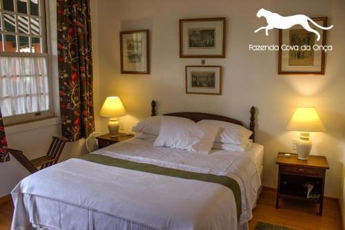 A bed or beds in a room at Fazenda Maria Comprida