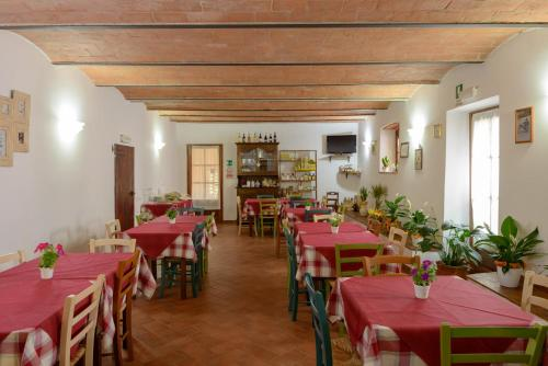 A restaurant or other place to eat at Agriturismo Pretenzano