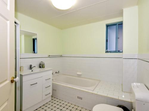 A bathroom at Ocean Palms 1