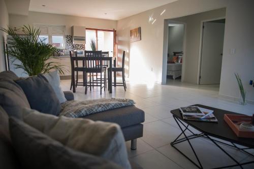 Uma área de estar em Joy apartments Grote Berg! Close to the best beaches
