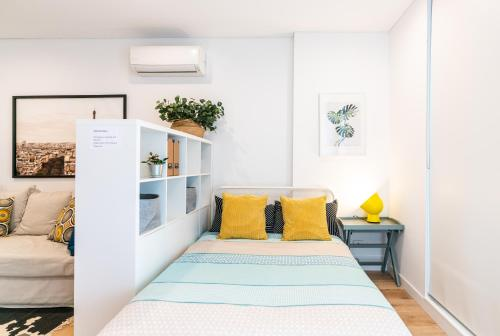 A bed or beds in a room at EP22-Brand new modern studio in Epping