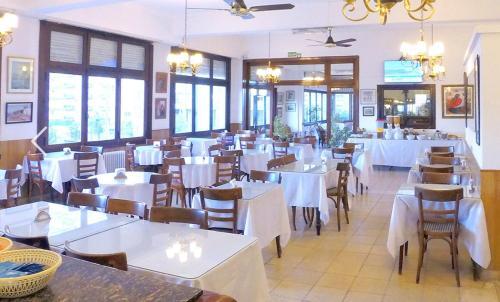 Un restaurant u otro lugar para comer en Hotel Imperio