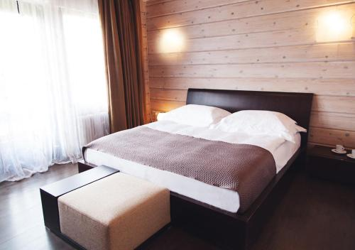A bed or beds in a room at Park Hotel Tseleyevo