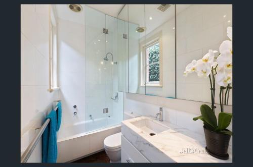 A bathroom at Ancora South Yarra