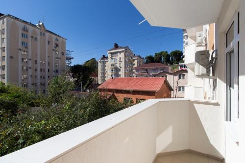 Балкон или терраса в Apartment na per Rakhmaninova 45
