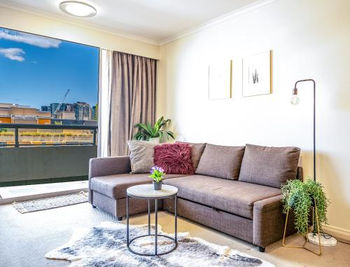 A seating area at OD08-Prime Location Stylish Apt in Darling Habour