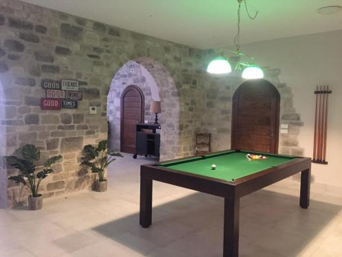 A billiards table at Agriturismo Paradiso 44
