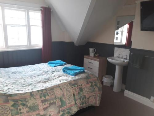 A bed or beds in a room at Llwynygog Guest House