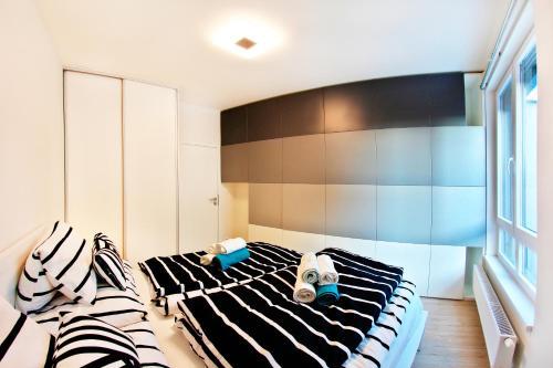 Postel nebo postele na pokoji v ubytování Apartments New Karolina Superior