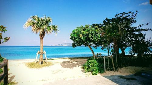 別荘の敷地内または近くにあるビーチ