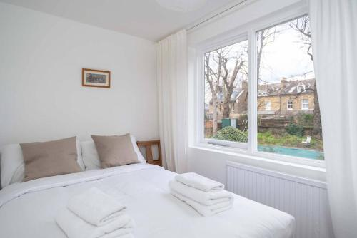 2BR South London Home by GuestReady
