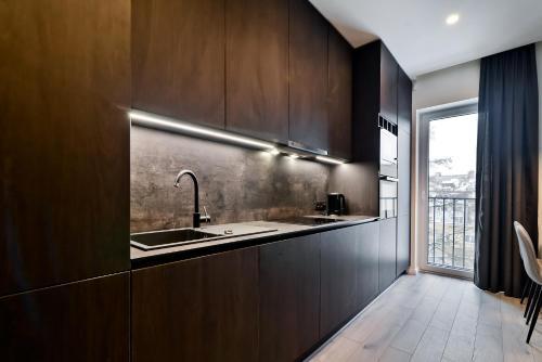 A kitchen or kitchenette at City Center loft 2