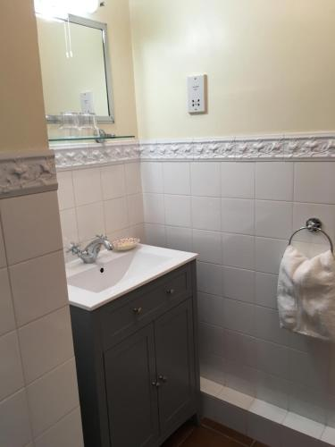 A bathroom at Romney Bay House Hotel