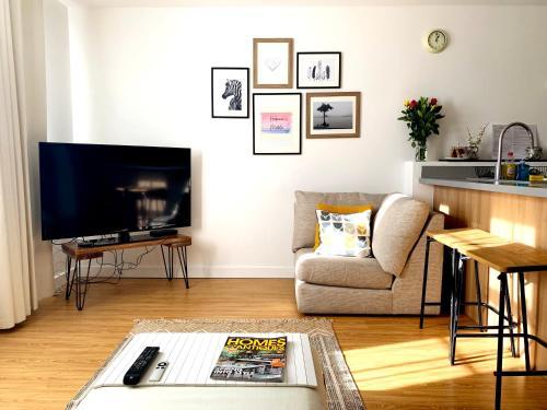 Home Crowd Luxury Apartments- Hamilton House