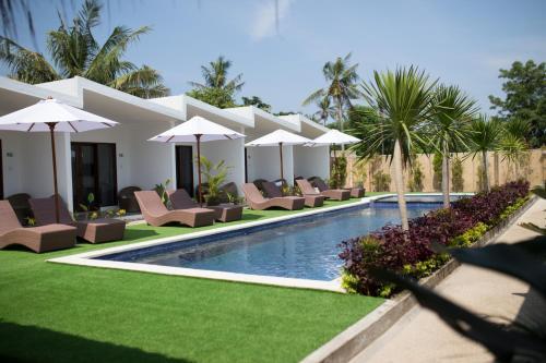 The swimming pool at or near Jago Gili Air
