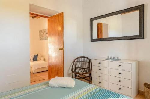 A bed or beds in a room at Villa Can Torres