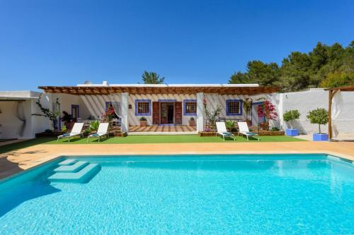 The swimming pool at or near Villa Can Torres