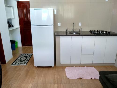 A kitchen or kitchenette at Quitinete Balneário