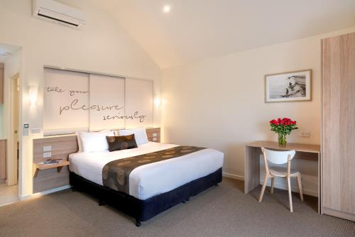 A bed or beds in a room at Boathouse Resort Studios and Suites