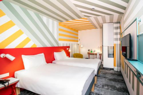 A bed or beds in a room at ibis Styles Warszawa Centrum