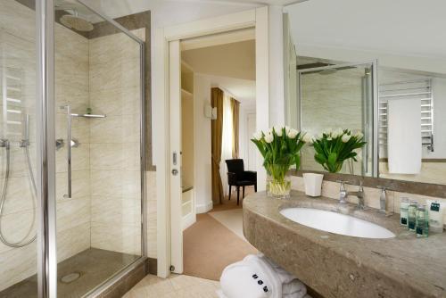 A bathroom at Maison Milano | UNA Esperienze