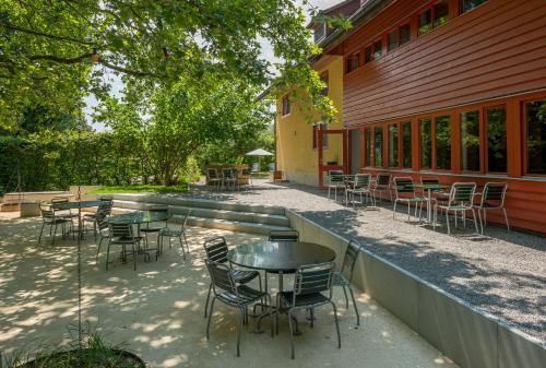 Ein Restaurant oder anderes Speiselokal in der Unterkunft Beinwil am See Youth Hostel